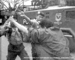 Aku Digebuk Polisi, Liputan Bisnis Indonesia (10/10/2001)